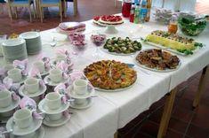 Rippijuhlatarjoilut – Hellapoliisi Tupperware, Curry, Table Settings, Menu, Pasta, Menu Board Design, Curries, Place Settings, Tub