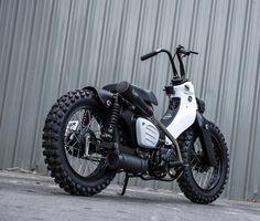 画像に含まれている可能性があるもの:バイク、屋外 Bobber Motorcycle, Motorcycle Style, Hd Motorcycles, Honda Cub, Drift Trike, Honda Bikes, Mini Bike, Super Bikes, Bike Design