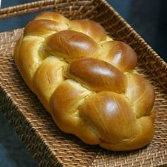 Tsoureki is a brioche-style bread traditionally eaten at Easter. It is often accompanied by the cheese manouri and honey (if you cannot find manouri try eating it with any type of mild tasting goat cheese or even yellow cheese). Bagels, Kosher Recipes, Cooking Recipes, Kosher Food, Comida Judaica, Challah Bread Recipes, Shabbat Dinner, Israeli Food, Jewish Recipes