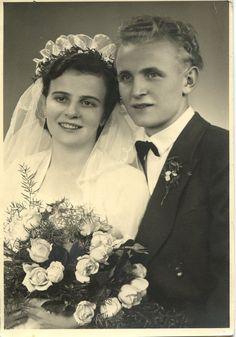 Vintage Wedding Photo Bride Groom Bouquet Veil