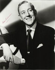 British actor Sir Alec Guinness April August was the most versatile and subtle actor of his time, in film, television, and stage. Guinness was appointed CBE in 1955 and knighted in He was appointed CH in Golden Age Of Hollywood, Hollywood Stars, Classic Hollywood, Old Hollywood, Hollywood Icons, Classic Movie Stars, Classic Films, Pablo Picasso, Dr Zhivago