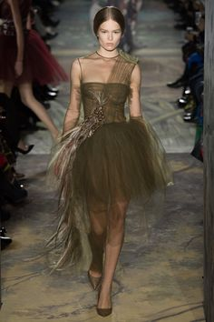 Valentino Spring 2014 Couture - Runway Photos - Fashion Week - Runway, Fashion Shows and Collections - Vogue Valentino Couture, Fashion Week, Runway Fashion, Fashion Show, Review Fashion, Fashion Fashion, High Fashion, Style Couture, Haute Couture Fashion