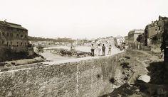 Lungotevere de' Cenci (1885) all'altezza di Ponte Fabricio (Quattro Capi) Bucharest, Roman Empire, Old Photos, Rome, Louvre, History, Travel, Memories, Antique