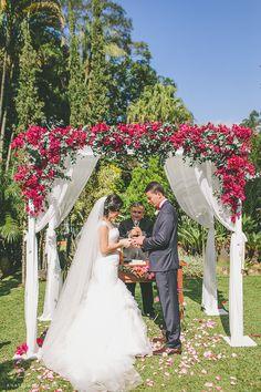 Bunte und lebendige Hochzeit im Freien - Thayane & Renan - Wedding Altars, Wedding Venues, Red Wedding, Rustic Wedding, Outdoor Wedding Decorations, Partys, Amazing Flowers, Marry Me, Wedding Planning