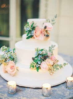 Floral topped wedding cake: Photography - Assistance: For the Love of It - fortheloveof.it Photography: Sawyer Baird - www.sawyerbaird.com   Read More on SMP: http://www.stylemepretty.com/2017/03/02/a-wedding-so-gorgeous-it-deserves-a-whole-weekend-of-celebrating/