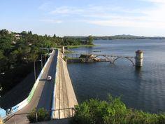 Embalse ruta bordeando el lago - Córdoba