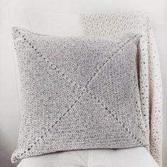 The Blanket Shrug - Free Crochet Pattern - Jewels and Jones Crochet Throw Pattern, Crochet Pillow Patterns Free, Easy Crochet Blanket, Free Pattern, Chunky Crochet Scarf, Crochet Headband Free, Free Crochet, Crochet Ideas, Crochet Projects