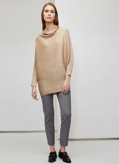 Original crinkle-design top with a pleated effect, which the brand is known for. It has dolman sleeves and the bottom portion is slightly more form-fitting.