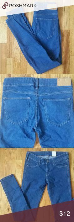 H&M Skinny Low Waist Denim Jeans Skinny leg, low waist. Stretchy measurements: 26x32 H&M Jeans Skinny