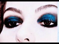 Maquiagem azul com preta por Alice Salazar