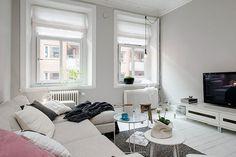 Embracing Scandinavian Simplicity: Cozy-Chic Apartment in Gothenburg