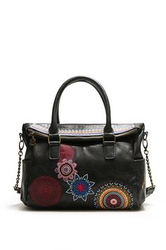 Desigual women's black bag with colourful contrasting details and a removable strap for wearing as cross-body bag. Take a look to Desigual accessories!