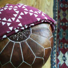 Pestrofarebné marocké kožené taburetky