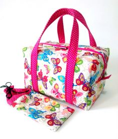 Diy Wallet, Snack Bags, Fabric Bags, Fabric Crafts, Hand Sewing, Diaper Bag, Gym Bag, Lunch Box, Creations