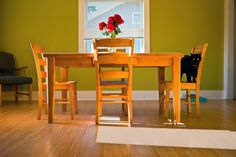 How to make a dinning table Large Table, Green Cleaning, Natural Cleaning Products, Dining Room Table, Cleaning Hacks, Repurposed, Household, Home And Garden, The Originals