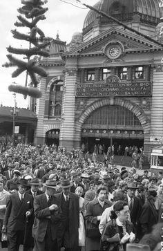 Flinders Street peak hour 1956