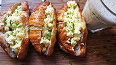 Receita de Croissant com Ovos Mexidos e Queijo Cheddar
