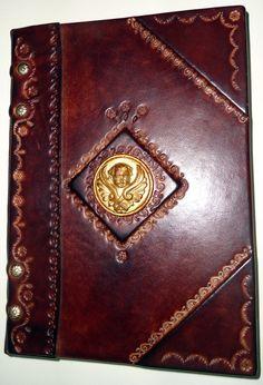 Tomo in carta di Amalfi rilegato in cuoio con angelo centrale
