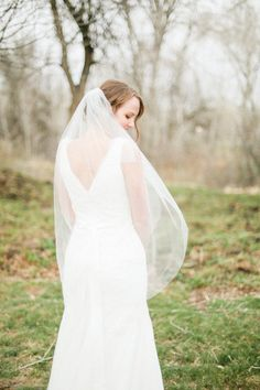 Fingertip veil - 1 layer or 2 layer Ready to ship Simply adorable. Elegant and classy. It has a single layer of soft bridal italian tulle. This veil have raw cut and round at the bottom. It also comes with a metal comb wrapped in bridal illusion tulle. Lovely to show off the elegance of the back of your dress.  This elegant and simple bridal veil will embellish any wedding dress.  Made of - soft bridal tulle - metal tooth comb Fingertip length veil 1 layer is 40 inchs long (102 cm) , the 2…