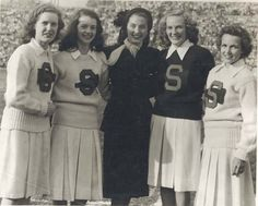 The pleats of these cheerleading skirts provided more freedom of movement than their straight cut predecessors of the 1930s. Cheerleaders with the Football Queen, 1947 (Courtesy of archives.syr.edu)