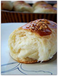 SOKAK POĞAÇASI /Karaköy poğaçası tarifi - rumma - rumma Good Food, Yummy Food, Tea Time Snacks, Bread And Pastries, Turkish Recipes, Cake Recipes, Bakery, Food And Drink, Cooking Recipes