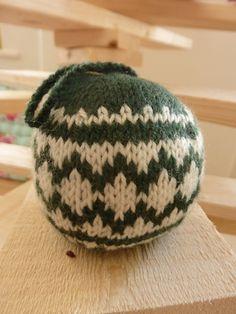 Ravelry: Christmas Ball #1 pattern by Knitty Galore