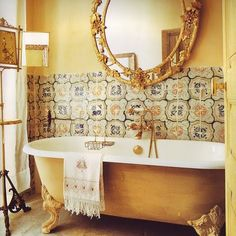 gold + blue #clawfoot #bathroom