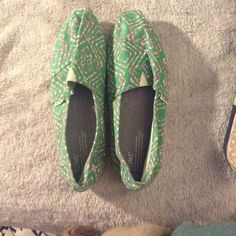 Green and pink toms Green and pink toms! Never worn! Nwot TOMS Shoes