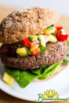 Esses hambúrgueres podem ser servidos sozinhos como acompanhamento ou dentro de sanduíches. São deliciosos e o molho de manga adiciona um...
