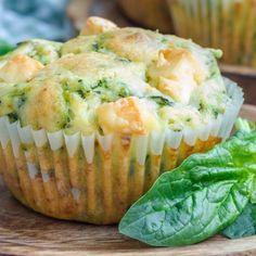 You have never eaten muffins like this: 4 hearty cake recipes with vegetables, cheese & Co.- So habt ihr Muffins noch nie gegessen: 4 herzhafte Kuchen-Rezepte mit Gemüse, Käse & Co. With spinach and feta, with bacon and cheese … hmmm! Veggie Muffins, Breakfast Muffins, Cheese Muffins, Vegetable Bread, Vegetable Recipes, Spinach Recipes, Party Finger Foods, Spinach And Feta, Best Breakfast Recipes