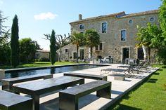 Ancienne bastide du XVIIe siècle, la maison K-Za mêle avec talent le charme de l'ancien et l'audace de la modernité.
