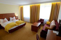 Neu gestaltete Hotelzimmer im Hotel Wachauerhof in Melk Curtains, Bed, Furniture, Home Decor, Hotel Bedrooms, Blinds, Decoration Home, Stream Bed, Room Decor