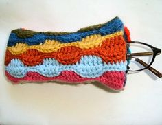 Scrap Yarn Eyeglasses Case by knotbygranma: Free pattern!     DIY