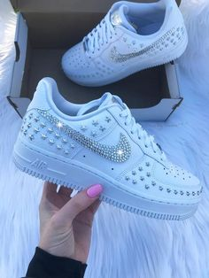 Nike Airforce 1: Sneakers of the Month   Vansy damskie, Buty
