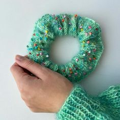 Perle scrunchie strik med perler knit with beads Maria Møller (@mariamollerdk) • Instagram-billeder og -videoer Crochet Stitch, Diy Crochet, Shelving Design, Knitting Accessories, Scrunchies, Style Guides, Diy Gifts, Design Trends, Knitting Patterns