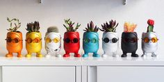 Hobby Design imagines planters made from concrete belonging to the collection called United Monsters. It is possible to customize these little monsters with acc Hobby Design, Mini Vasos, Pot Plante, Concrete Art, 3d Prints, Vinyl Toys, Modern Ceramics, Little Monsters, Ceramic Planters