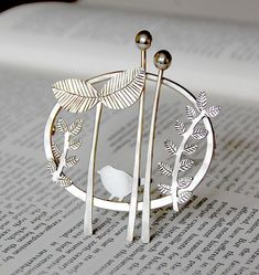 Handmade silver jewelry by Helen Shere - brooch Metal Jewelry, Jewelry Art, Fine Jewelry, Jewelry Design, Glass Jewelry, Fashion Jewelry, Handmade Silver Jewellery, Sterling Silver Jewelry, Silver Rings