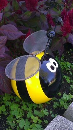 Bumble Bee Bowling Ball Garden Ornament by CraftMeUpSomeFun