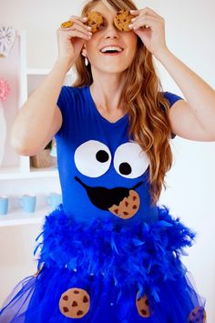 16 Mindblowingly cheap and easy DIY Halloween costumes for women. Show your savvy skills this Halloween by looking good without busting your budget! Costume Halloween, Cookie Monster Halloween Costume, Halloween Costumes Women Creative, Halloween Costumes You Can Make, Cookie Costume, Table Halloween, Troll Costume, Easy Diy Costumes, Homemade Halloween Costumes
