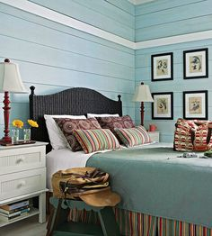 I am simply mad about bedrooms dressed with calming blue walls and dark purple decor!