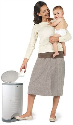 Dékor Diaper System: Well designed, hands free, economical diaper disposal syndrome with a double sealing system to contain odor within the pail and a continuous liner system which means you can empty as often or only when necessary. #Babies #Diapers_Disposal #Dékor