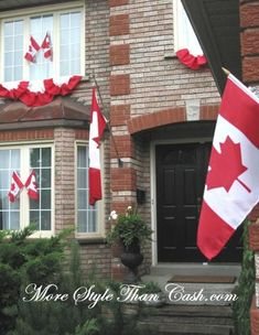 Canada Day party decorations and ideas blend red and white decorating colors into outdoor home decor, brightening up backyard designs on the of July Diy Canada Day Decor, Canada Day Crafts, Red Party Decorations, Patriotic Decorations, Party Themes, Party Ideas, Canada Day Fireworks, Canada Day Party, Latest House Designs