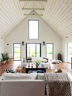 Vaulted-ceiling living room in a Swedish vacation home Living Room Modern, Home Interior, Interior Design Living Room, Living Spaces, Decoration Inspiration, Interior Design Inspiration, Style At Home, Home Design, Farmhouse Remodel