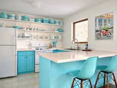 15 Unexpected Ways to Decorate with Collections: This homeowner spent years competing her collection of vintage pyrex, so she redecorated her kitchen to match + show it off.