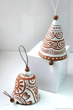 Inexpensive, elegant and versatile, pottery is a worthwhile addition to your home, and you should definitely consider getting some for your interior design project. Pottery is used to decorate diff… Clay Projects, Clay Crafts, Diy And Crafts, Garden Projects, Ceramic Pottery, Ceramic Art, Ceramic Painting, Cerámica Ideas, Keramik Design