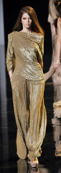 Elie Saab Haute Couture Fall Winter 2010 - 2011 This gold outfit is just gorgeous!!!