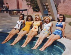 Hollywood in kodachrome: Trudy Marshall,Jeanne Crain,Gale Robbins ,June Haver,&Mary Anderson Vintage Bathing Suits, Vintage Swimsuits, Vintage Bikini, Lucille Ball, Golden Age Of Hollywood, Old Hollywood, Hollywood Stars, Hollywood Actresses, Classic Hollywood