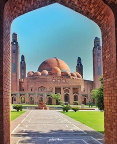 Beautiful Grand Mosque Lahore Punjab Pakistan Lahore Pakistan, Grand Mosque, Taj Mahal, Flower Art Images, Wallpaper Pictures, Dress Picture, Building, Beautiful, Travel