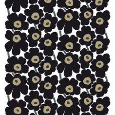 De klassieke Pieni Unikko stof met zwarte bloemen is ontworpen door Maija Isola voor Marimekko. De stof kan gebruikt worden als wanddecoratie of voor het maken van gordijnen en kussenslopen.