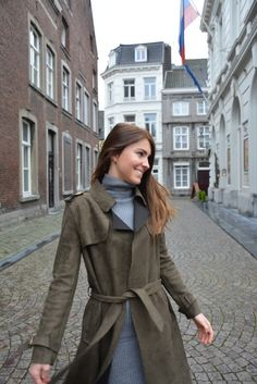 Fashion, mode, winter, trenchcoat, grey, army green, boots, black, Maastricht, streets, streetstyle, bloggers, modebloggers, fashionblog, Netherlands, Nederland